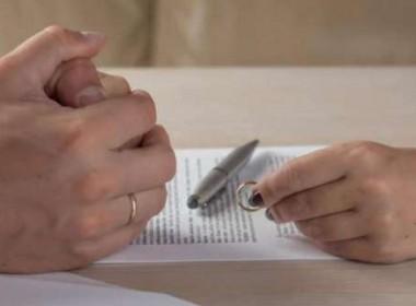 ഭര്ത്താവിന്റെ അമിത സ്നേഹ പ്രകടനം സഹിക്കാതെ യുഎഇയില് യുവതി വിവാഹമോചനത്തിന്